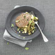 Haricots verts et brousse parfumée aux épices sur galette de sarrasin